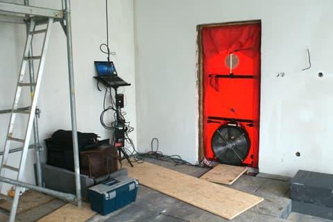Air tightness testing a house